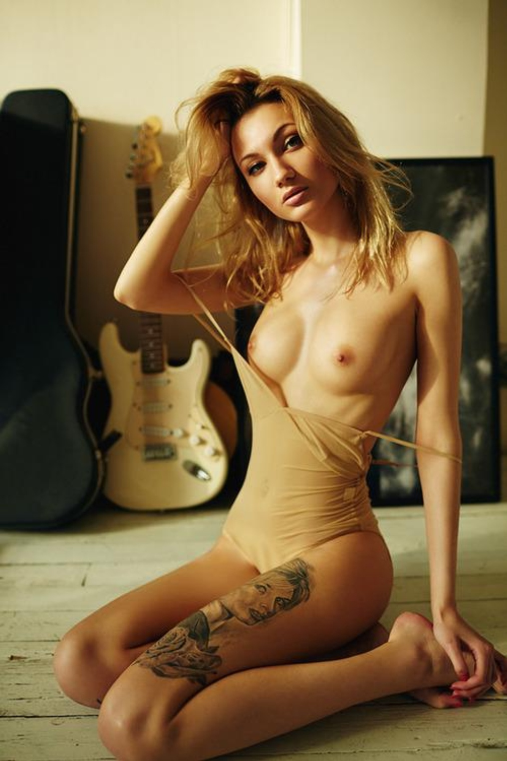 hot-hipster-chicks-nude