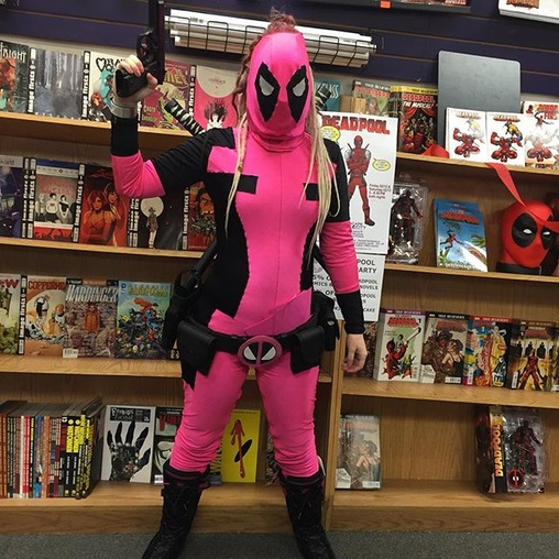 Pink lady deadpool in the house suicidegirls for Dead pool show box