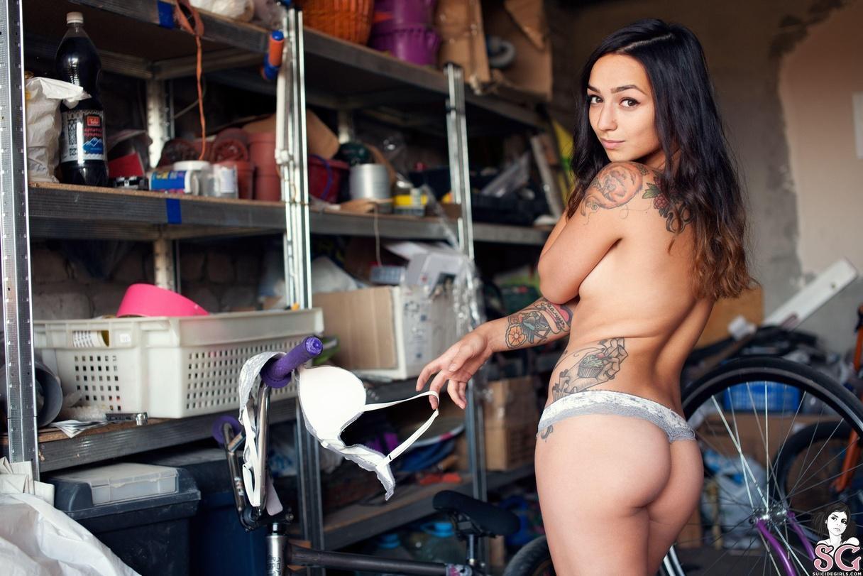 latoya suicide girl nude pics