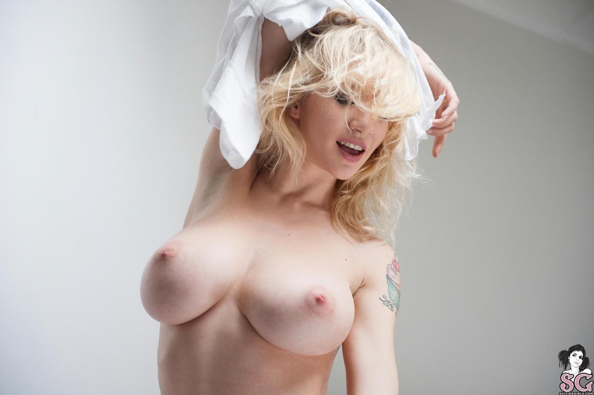 bbw shower free