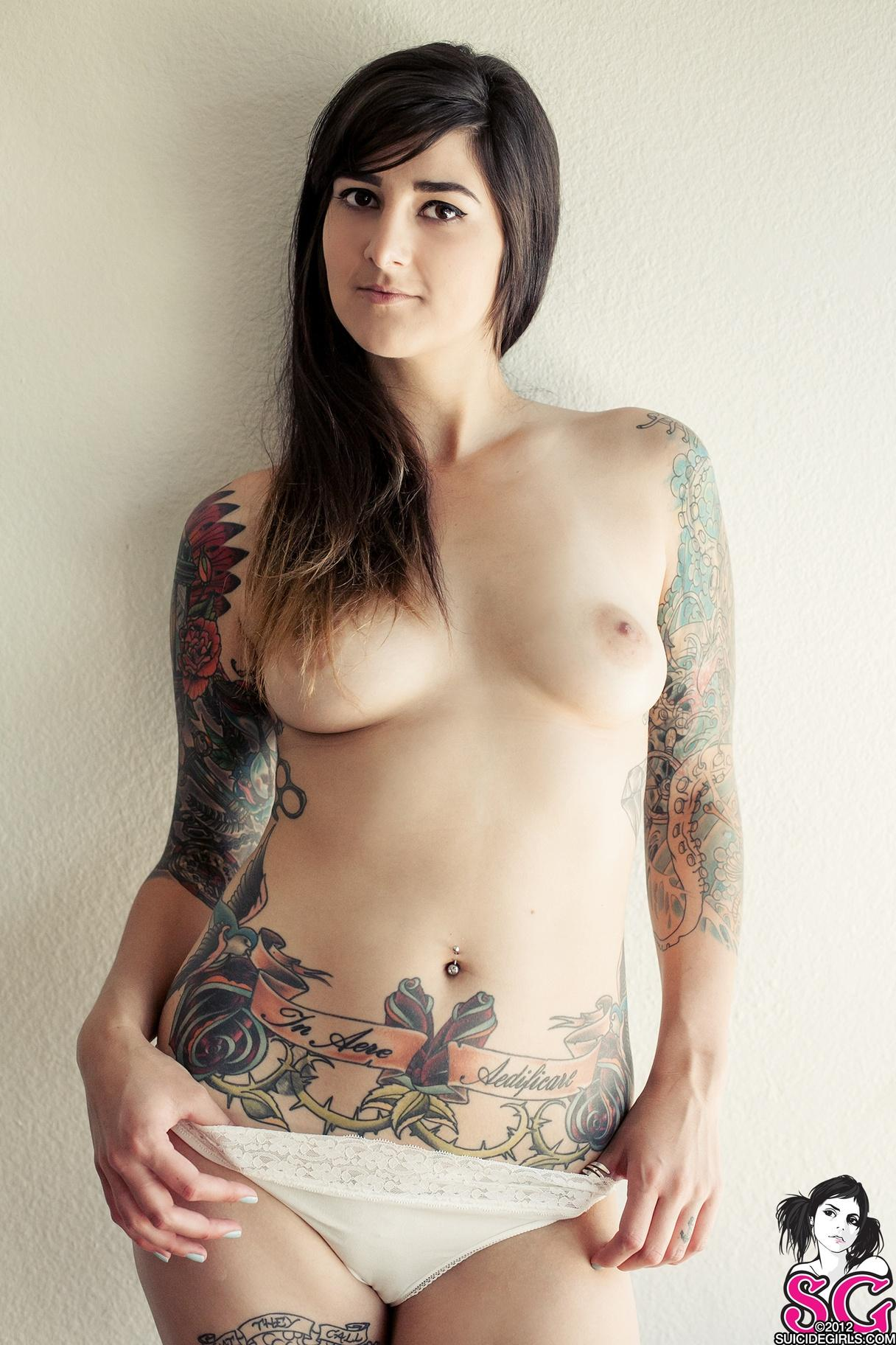 hot wet tattooed women nude